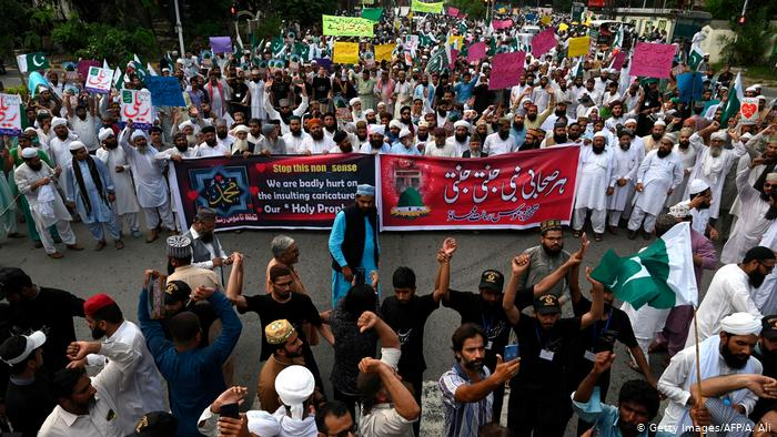 protest against shia in pakistan