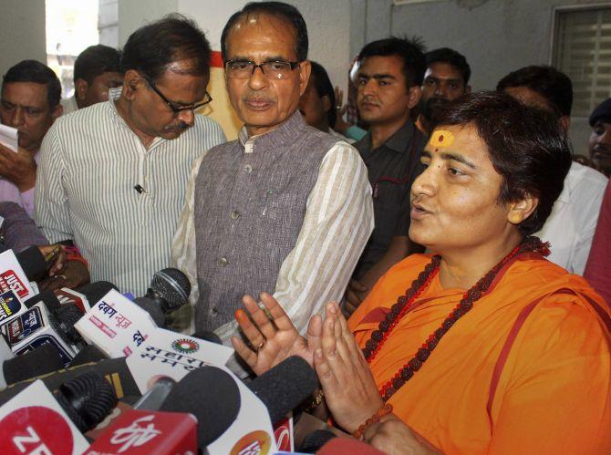 मालेगांव ब्लास्ट केस में BJP की Pragya Thakur को हर हफ्ते काटने होंगे कोर्ट के चक्कर !